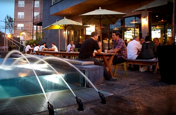 Deuces and the Diamond Club - Chicago Outdoor Patios